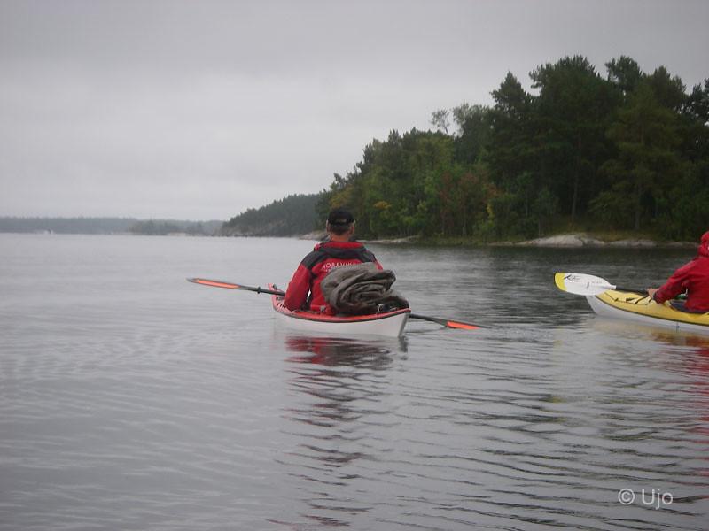 Efter att sagt tack & hej till Gunilla paddlade vi öster ut för att runda Ingemarö.