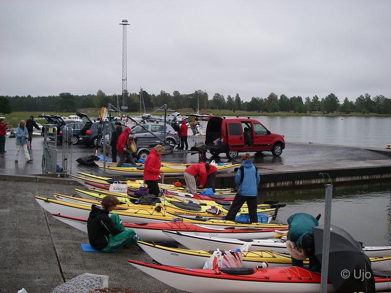 Regn redan vid start och SMHI har lovat 17 m/s vid Söderarm...