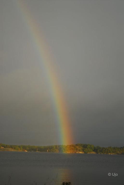 Med vacker regnbåge över Ingmarsö.