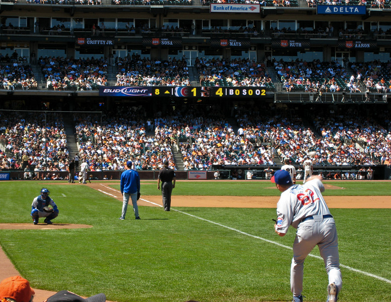 Cubs pitcher Bobby Howry warming up