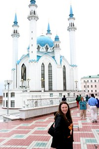 Leslie Rowley in front of Kazan mosque - Al & Helen Wade