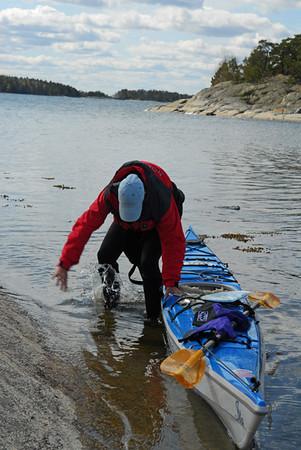 Anita kämpar mot alger och grönslick, hon vann om än med liten marginal, till fotografens förtret