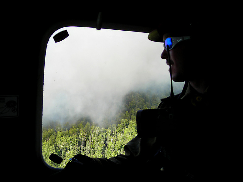 Richard Harrop scopes out the fire conditions as we make a few passes overhead before landing.