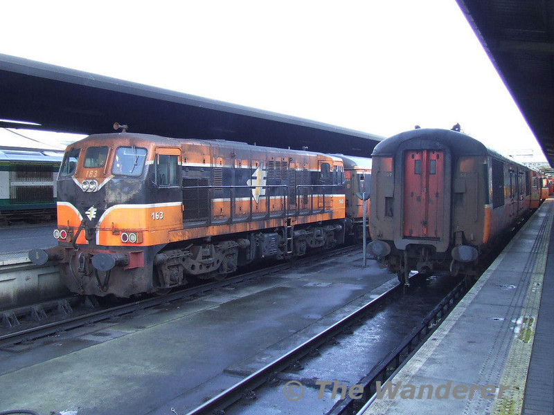 163 is Heuston depot pilot and is seen about to lift the stock off the 0940 from Galway to the yard before it forms the 1710 Heuston - Athlone. On the right the stock for the 1310 to Tralee awaits 083 from Inchicore. Fri 05.01.07