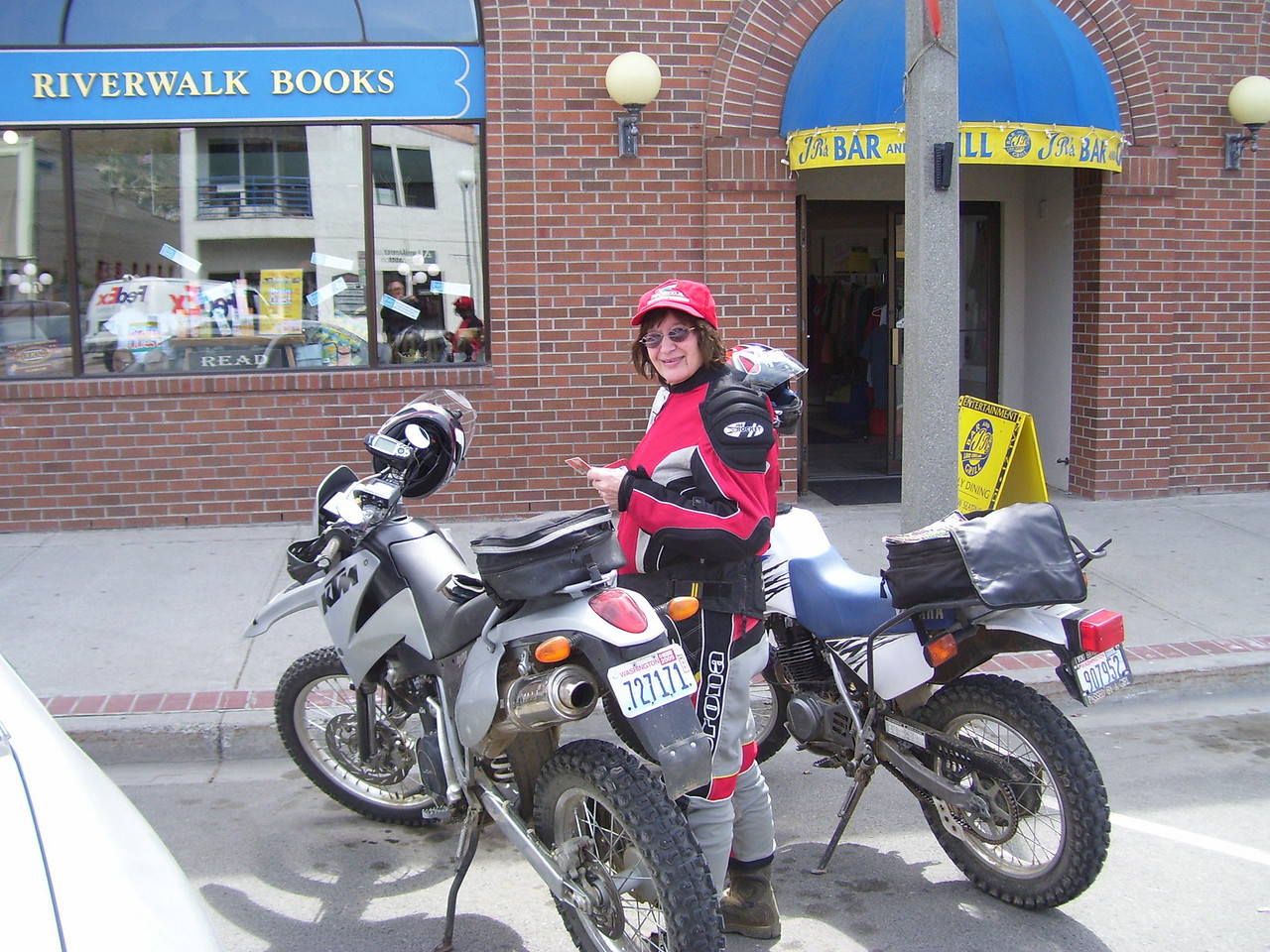 We stopped for lunch in Chelan at a 100 year old Bar. It was great food.