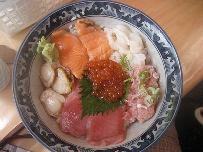 Lunch - tuna, salmon, roe, clams, squid and chopped tuna