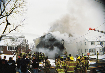 Photo's from Carlstadt 2nd Alarm WSF 8th Street 2-23-08