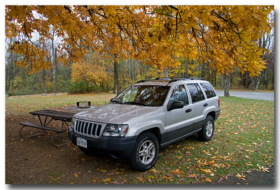 At lunch time the temperature remained at 38 degrees which was a little uncomfortable for a picnic, so I did the next best thing and drove up to the picnic area where we indulged in gourmet sandwiches and Cheez-Its from inside the Jeep.  If you look closely you can see Jon waving from the back seat.