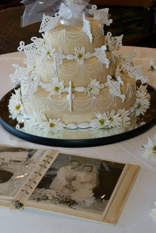 Reproduction of Phil and Mary's wedding cake for their 50th anniversary, complete with a picture of the original.