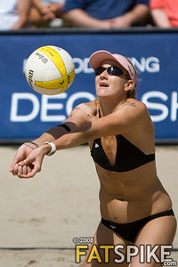 Kerri Walsh passing the ball