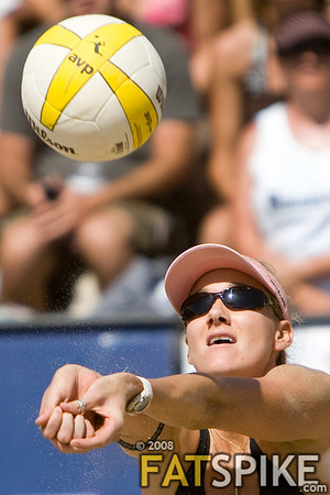 Kerri Walsh passing the ball