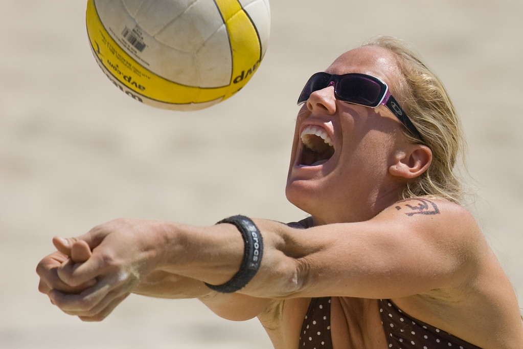 Tracy Lindquist gets friendly with the ball