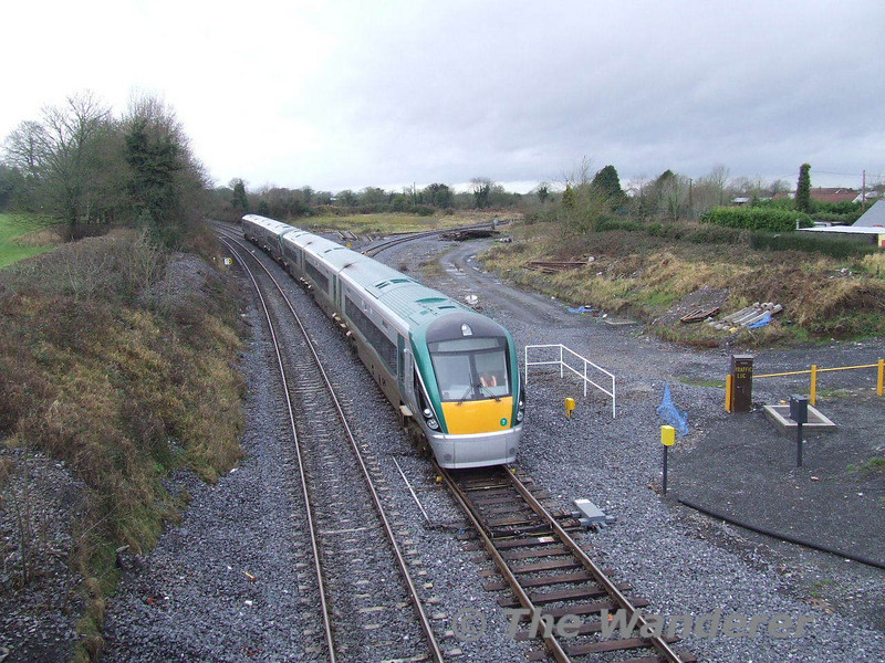 22007 + 22005 slow for the Portarlington stop with the 1235 Limerick - Heuston. Sun 13.01.08