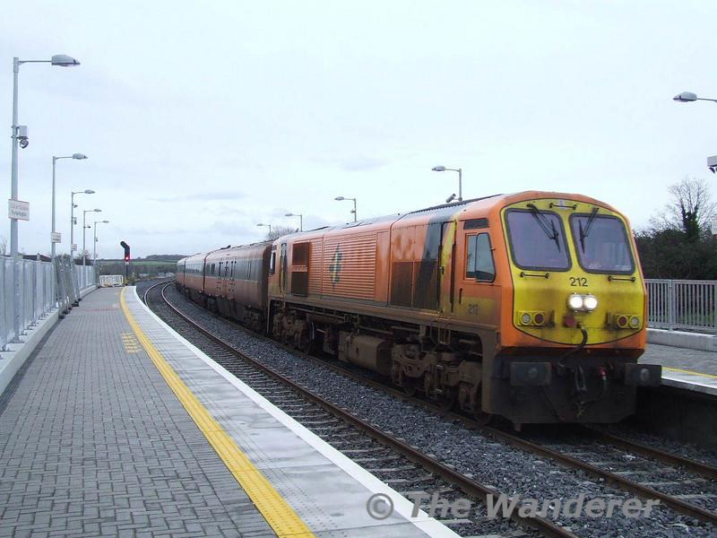 212 arrives at Portarlington with the 1325 Heuston - Limerick. Sun 13.01.08