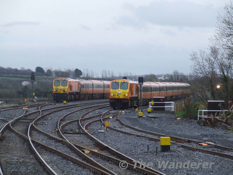 Then to my amazement 204 arrived into the Up Loop with the 1345 Heuston - Galway. The headlight of the 1400 Heuston - Cork can be seen to the right.
