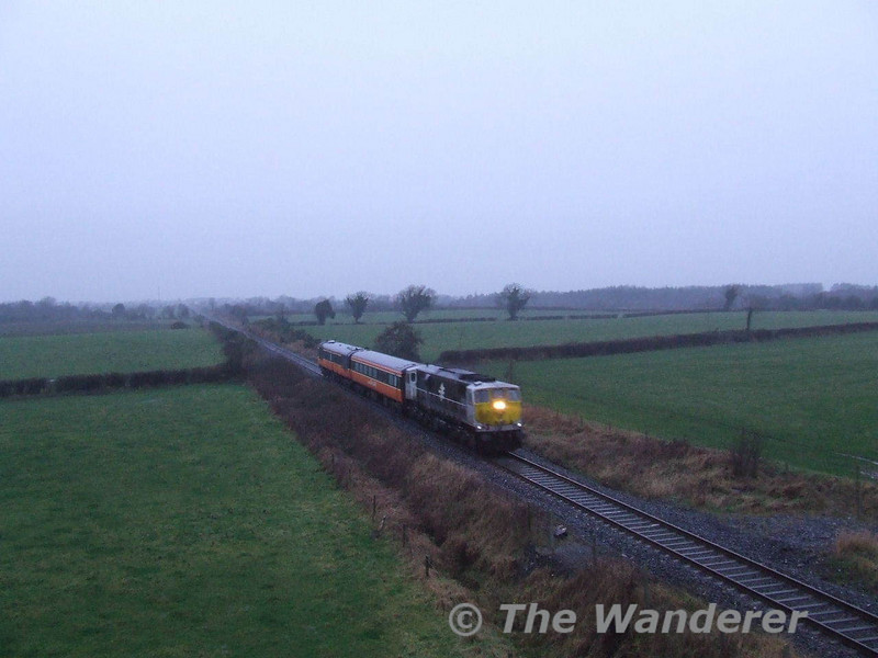 085 coasts along at 25mph with Mk2 coaches 5205 + 5609 on the 1340 Athlone - Inchicore transfer. 5609 had suffered axle damage in Athlone earlier in the week, therefore it had to be transferred back to Dublin's Inchicore works with the aid of a wheel skate. Sat 19.01.08