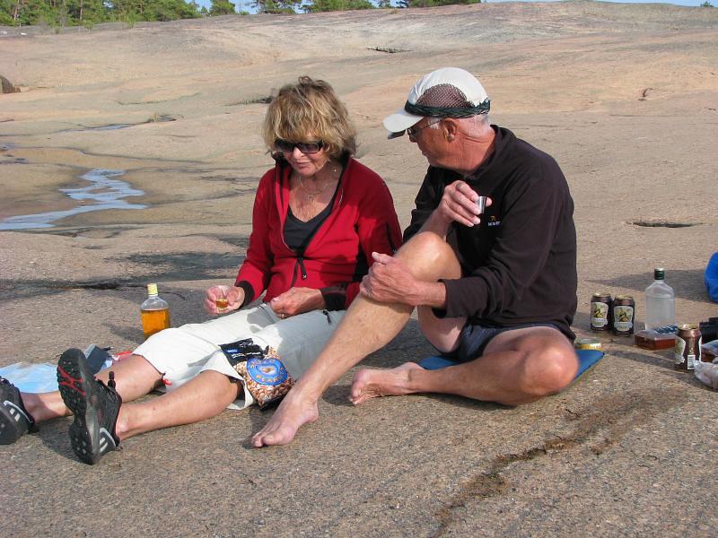 Pia och Kjell kollar dagens etapp