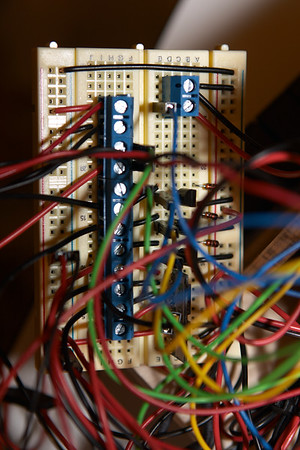 Here's the final messy circuit, just before I recreate it on a PCB using a hard disk ribbon cable to keep things neater