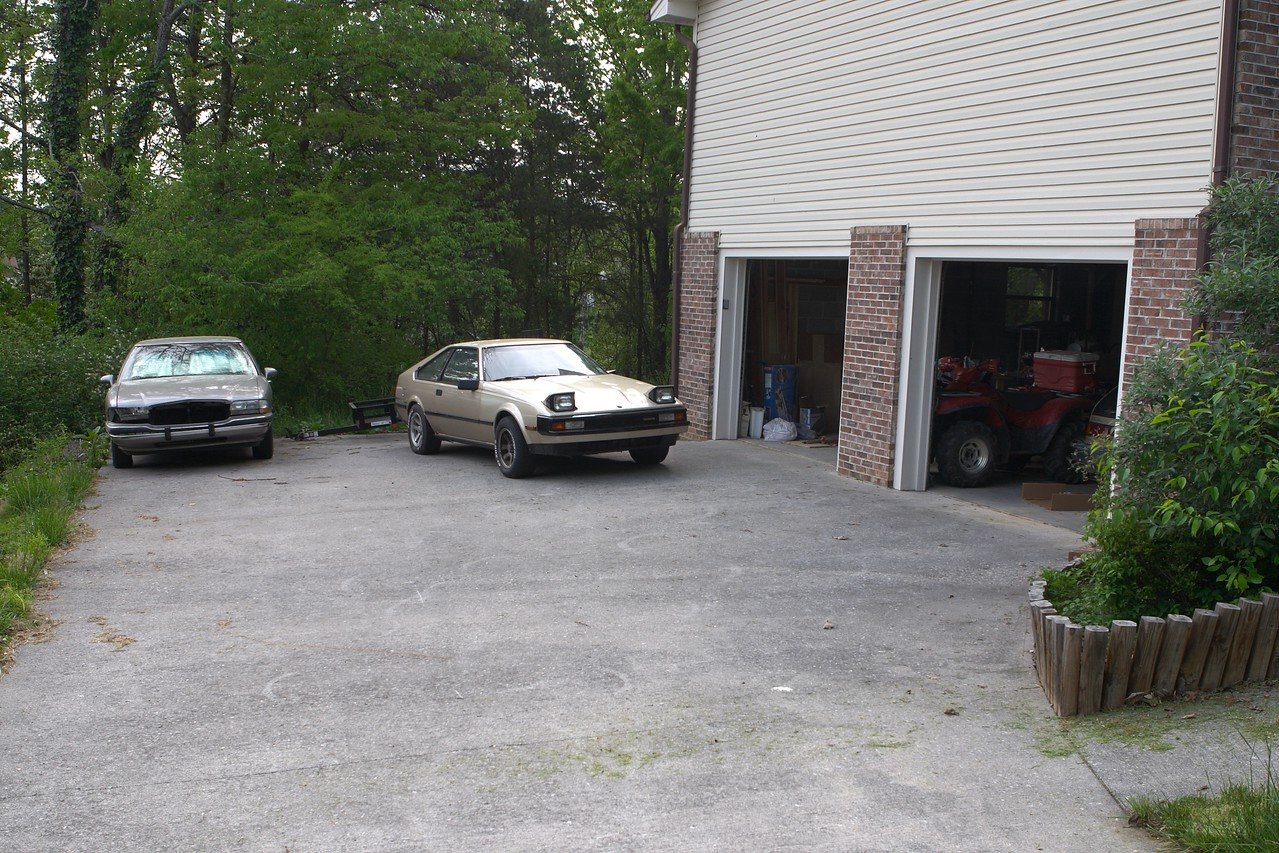 Completely irrelevant picture of the driveway and garage
