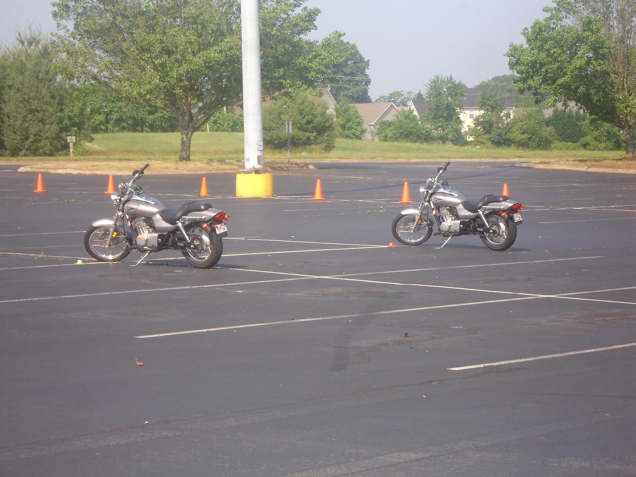Ahh, my trusty 125cc Eliminator on the left