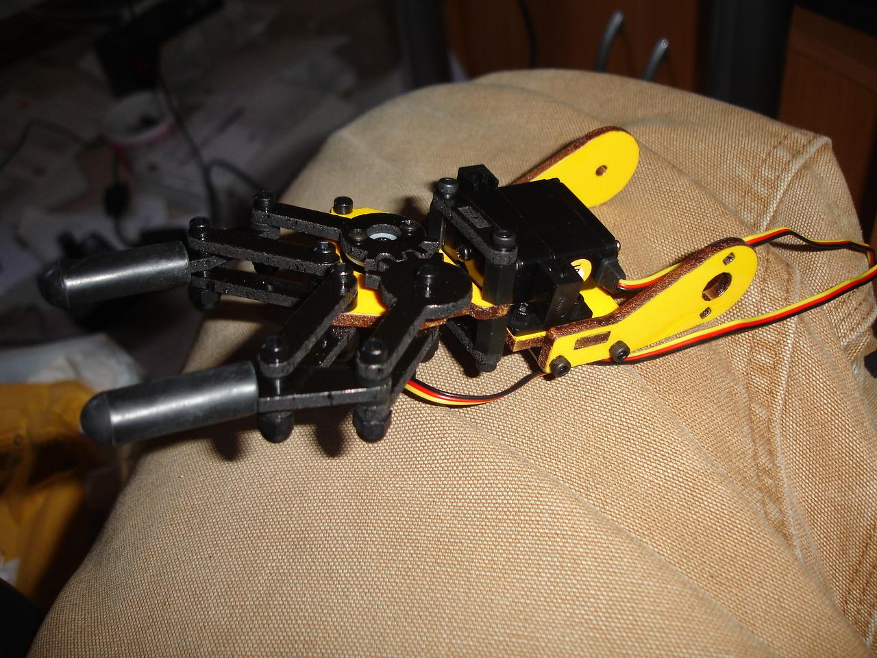 Gripper mechanism complete