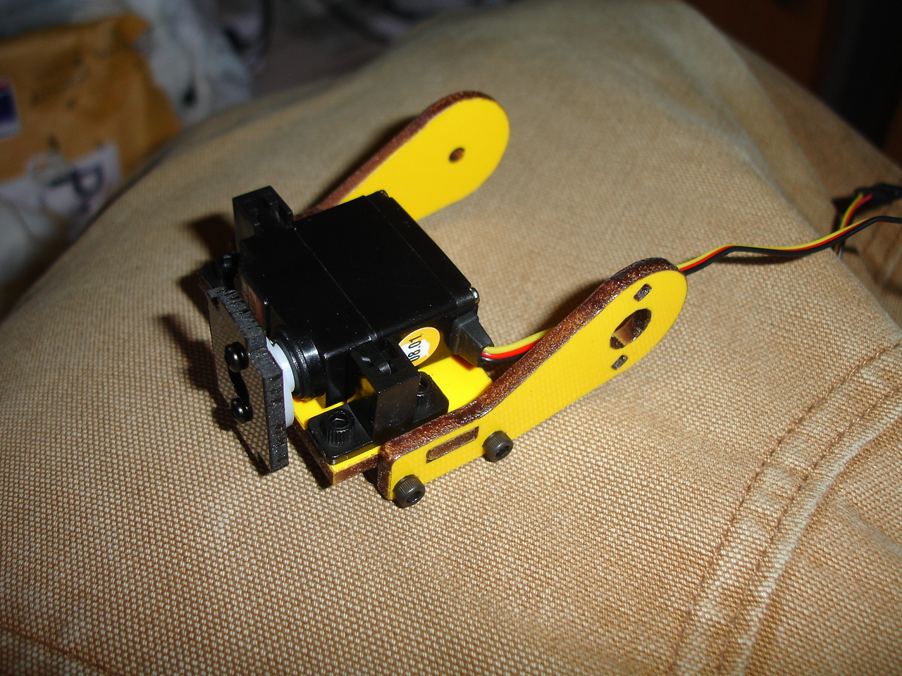 Wrist rotate servo mounted