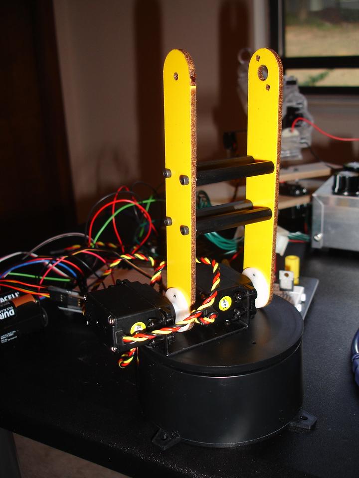 Assembling the main arm components -- more servos