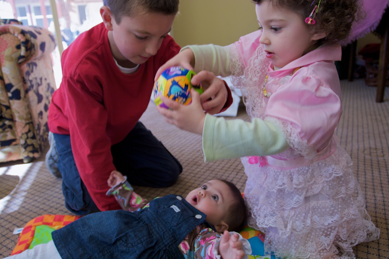 George and Selsabeel playing with their (third-) cousin Sophia at the family lunch held in Thomas' and Mary's new house on the Wednesday before their wedding.