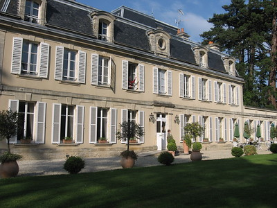 Chateau Cheneviere - Lydia Osborne