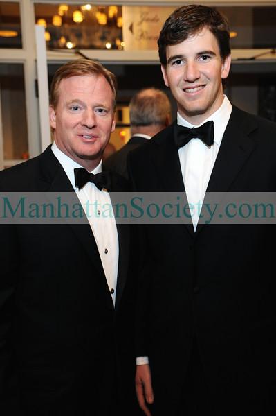 Roger Goodell, Eli Manning