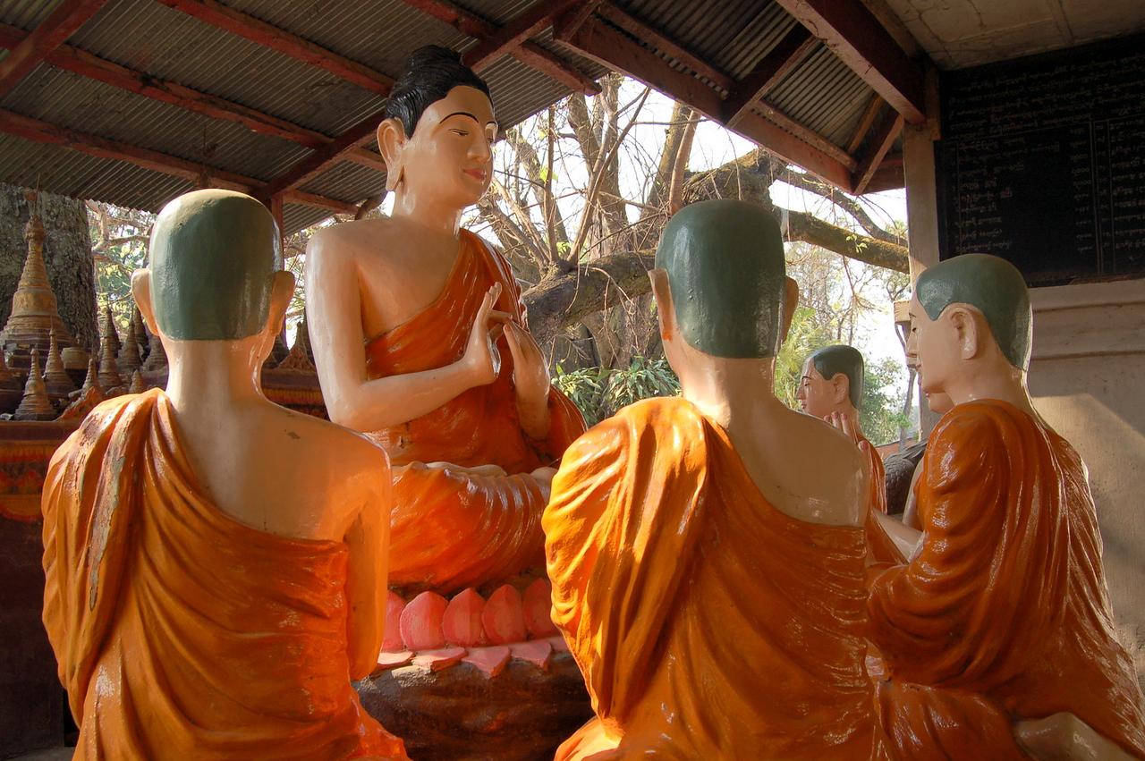 Plastic monks
