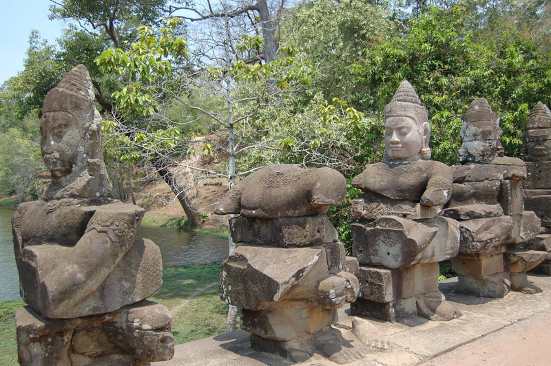 Angkor Thom gate: missing god