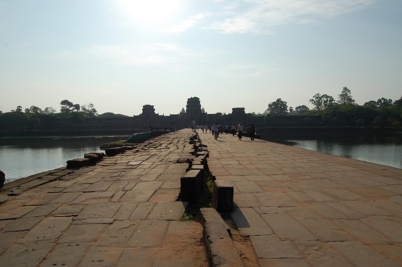 Angkor Wat: walkway