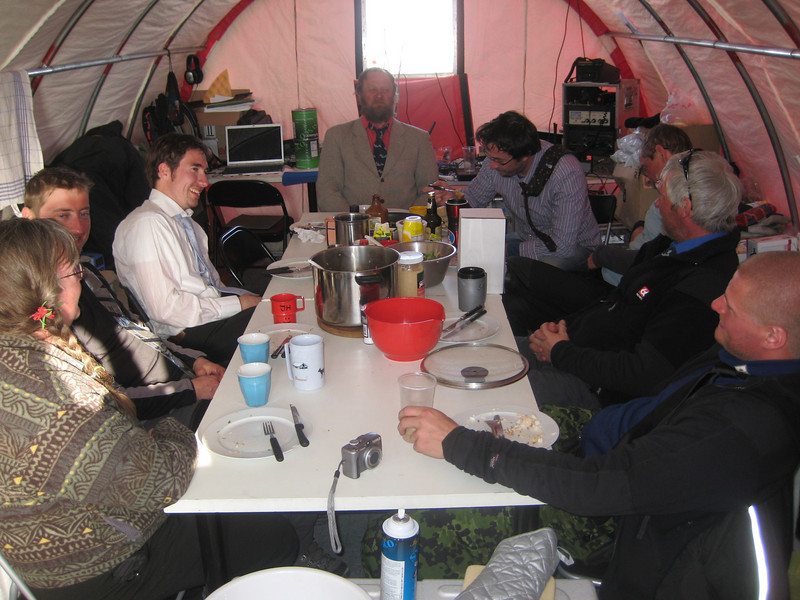 Dinner in the main tent.<br /> <br /> Aftensmad i telt-lejren.