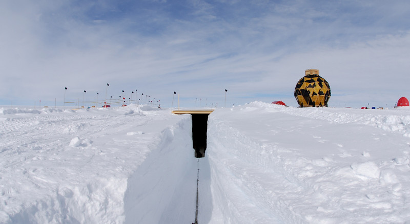 The ramp to the drill trench<br /> <br /> Rampen til borehallen.<br /> Photo: Henning Thing