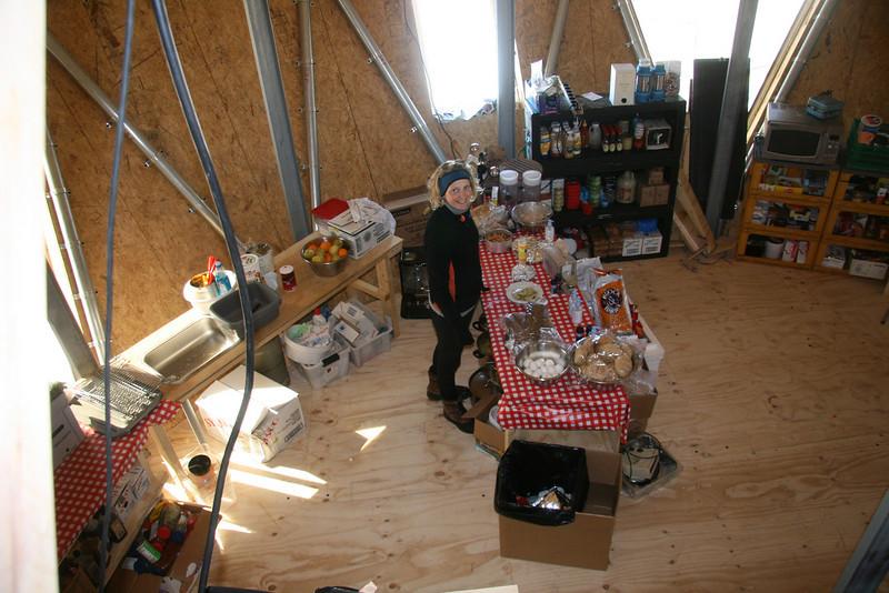 The cook Louise in her new kitchen. <br /> <br /> Kokken Louise i sit nye køkken.<br /> Photo: Dorthe Dahl-Jensen