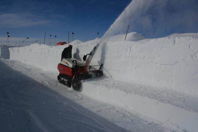 Trenches are cut layer by layer.<br /> <br /> Hallerne skæres ud af isen lag for lag.<br /> Photo: Sebastian Bjerregaard Simonsen