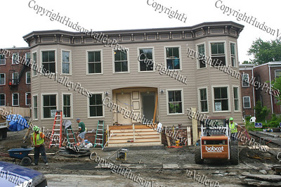 Habitat for Humanity of Greater Newburgh Builder Blitz at 208 & 210 Dubois Street in the City of Newburgh on day 5. Outside the sideing is done, doors are on, entrance is almost complete. Coats of paint have been put on inside and lots of touch of work throughout for tomorrows dedication.