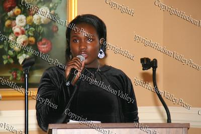 Aaliyah Pittman sings the Star Ppangled Banner