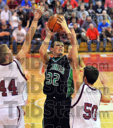 Tough birds: West Vigo's Jeremy Lucas works for his two points against Bloomfield defenders Gavin Thompson(44) and Kurt Schulte(50).