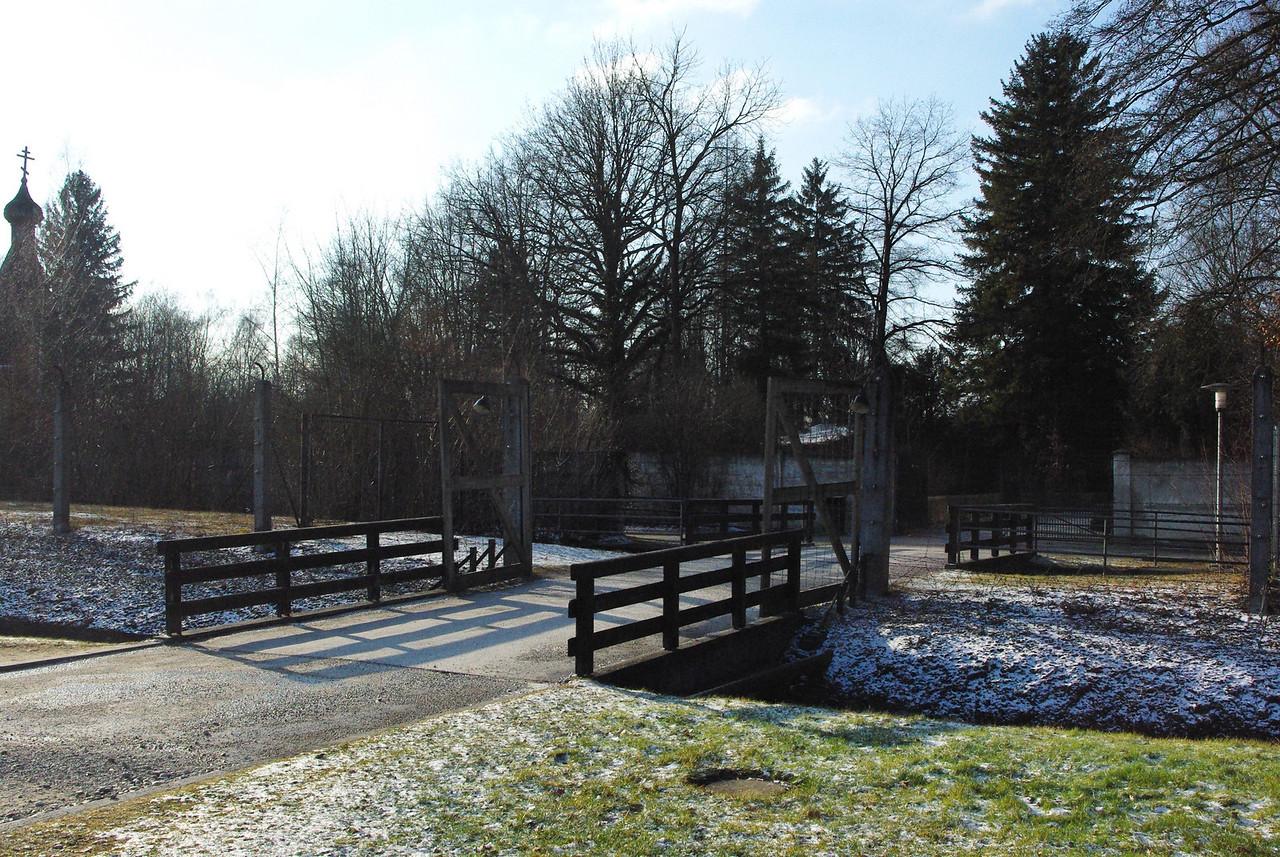 The walk way to the crematorium.