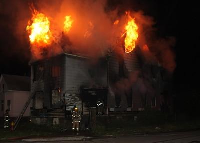 2008_detroit_house_fire_joseph_campau_at_e_ferry_pic-14 (101394160)