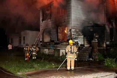 2008_detroit_house_fire_joseph_campau_at_e_ferry_pic-06 (101394152)