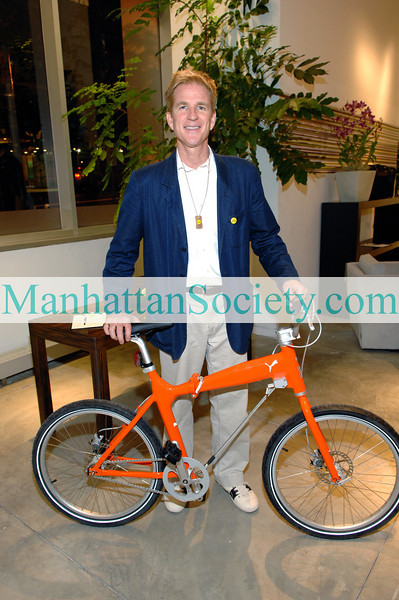"NEW YORK-SEPT 15: Matthew Modine co-hosts ERIC VILLENCY & MATTHEW MODINE Celebrate ""Bicycle For A Day"" with Villency Pure Design at Maurice Villency Showroom, 200 East 57th Street, New York, NY. Monday, September 15, 2008 (PHOTO CREDIT: Copyright © 2008 Manhattan Society.com by Gregory Partanio