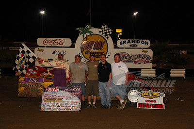 Billy Moyer and crew in Victory Lane