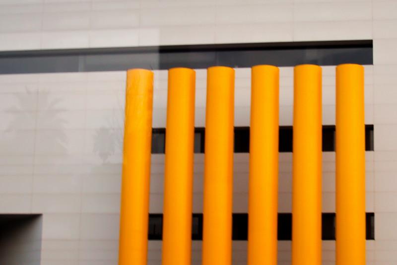 Interesting columns modernize a building in Monterrey, Mexico.