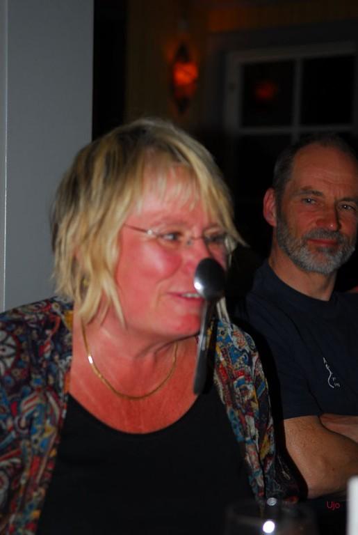 Deltagarna uppträdde oxå, med sked på näsan.