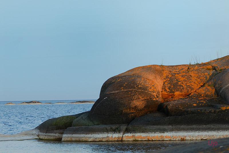 bulliga klippor skvallrar om närhet till Bullerö