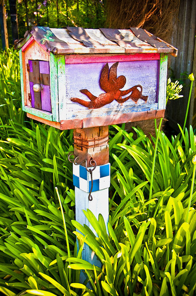 06-24-08 Mailbox - painted<br /> <br /> My neighbors mailbox. Kind of kitchy, but colorful.