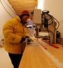 Ice samples for isotope measurements are cut.<br /> <br /> Isprøver til isotopmålinger skæres.<br /> Photo: Henning Thing